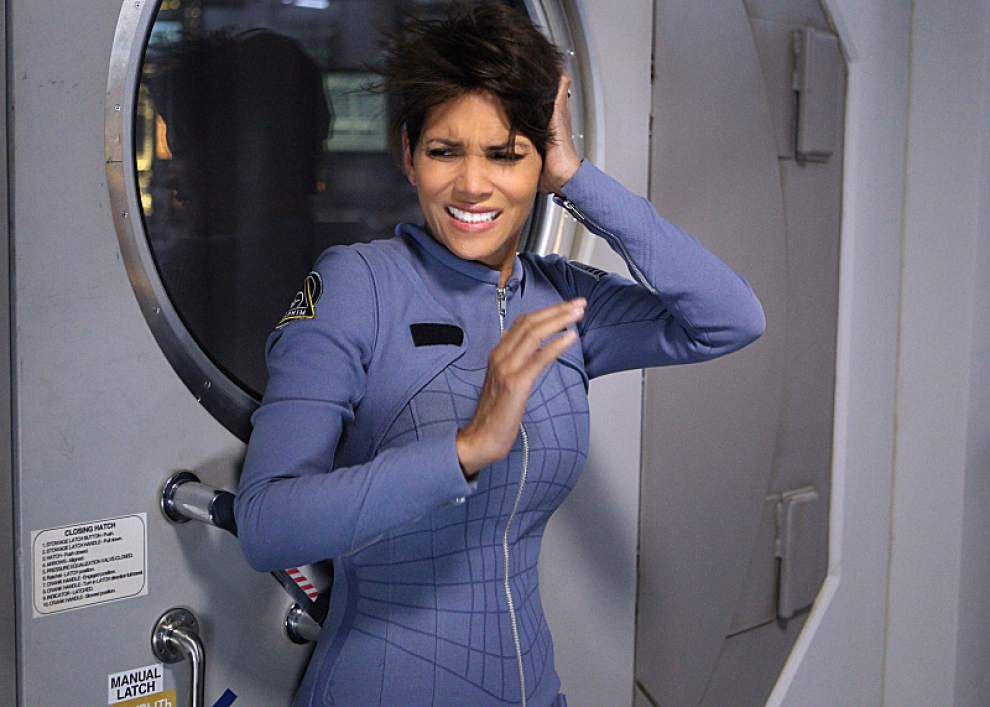 Halle Berry as a pregnant astronaut on 'Extant' _lowres