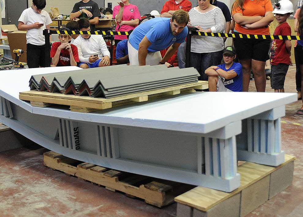 UL-Lafayette gears up for bridge-building battle _lowres