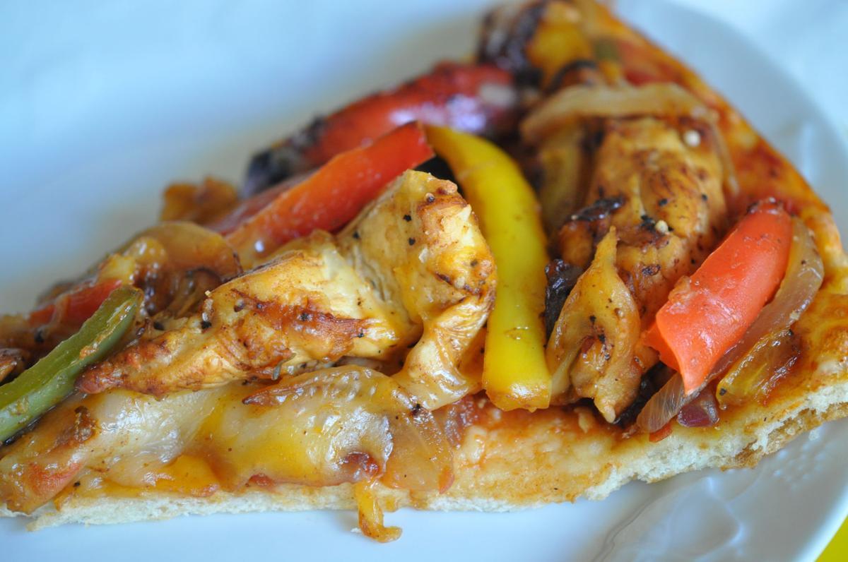 Chicken Fajita Pizza13.51.47.jpg