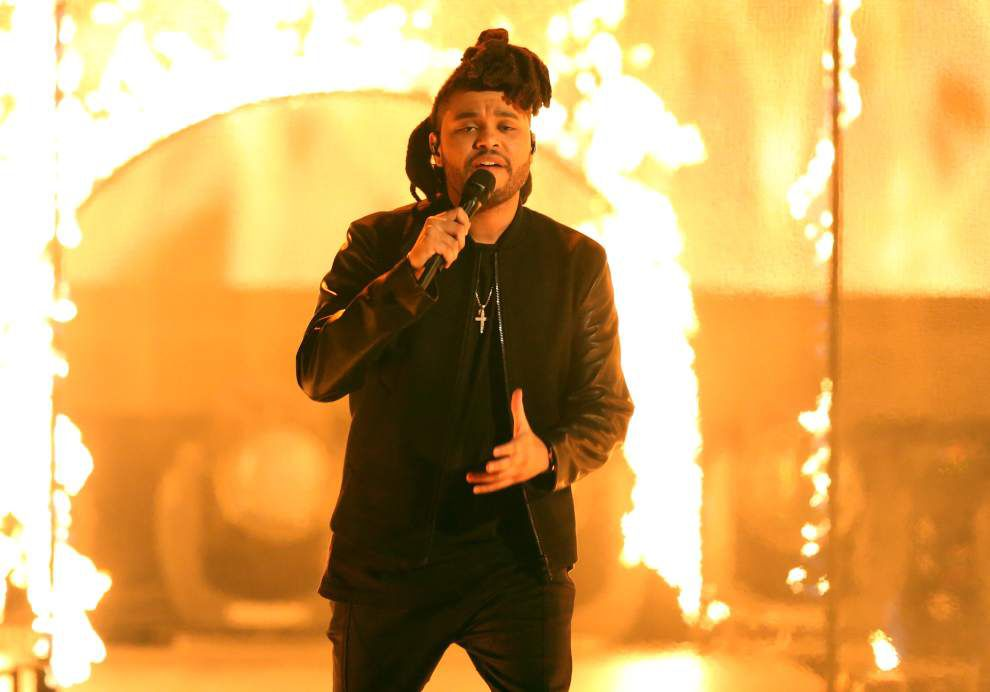 Keith Spera: Taylor Swift keeps the calendar set on '1989,' The Weeknd ruled, Adele returned, The Dead arise _lowres