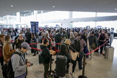 NO.airportweekend.111119.001.jpg