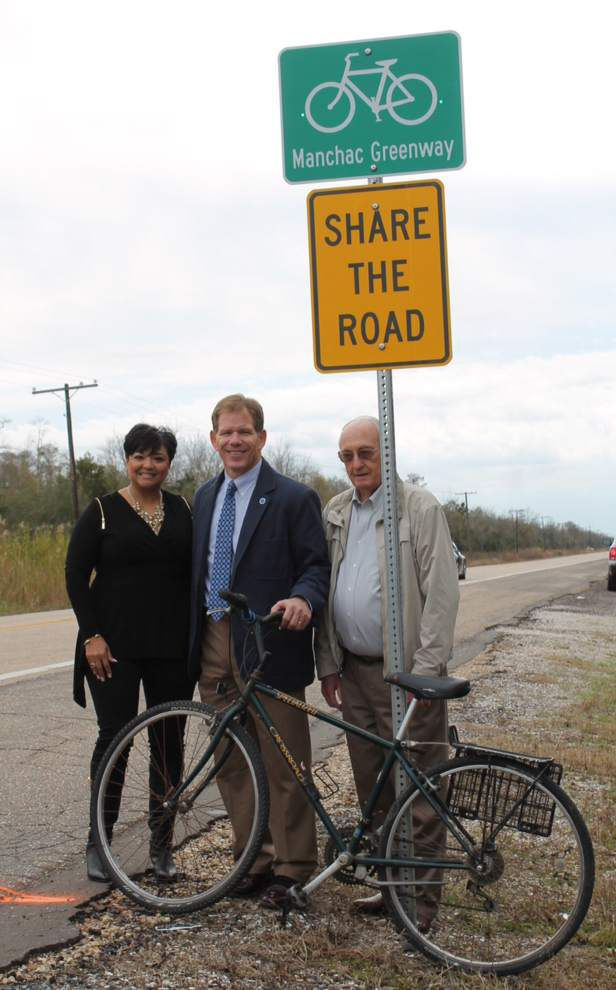 Bike path sign on Highway 51 unveiled _lowres