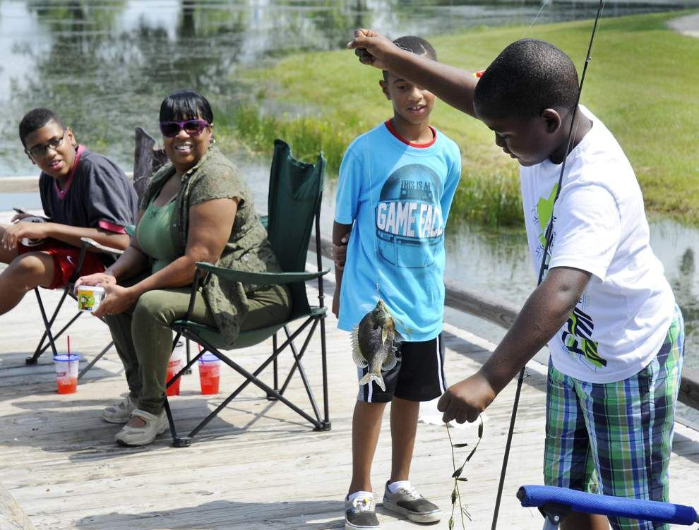 Kids get hooked on fishing in Gonzales _lowres