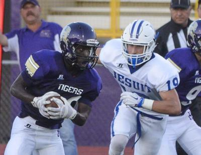 Jesuit shuts out Hahnville 17-0 _lowres