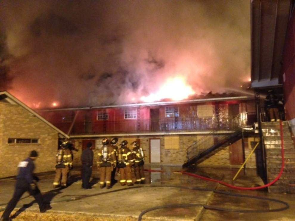Apartment fire displaces 6 _lowres