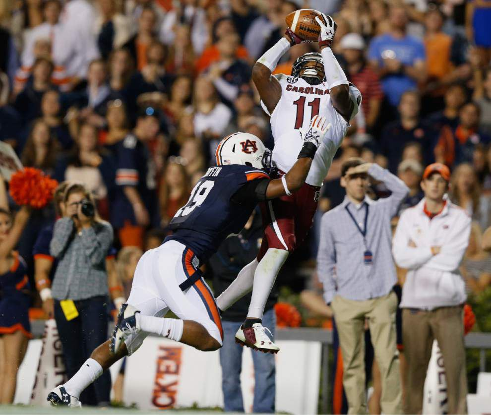 No. 5 Auburn survives scare 42-35 _lowres