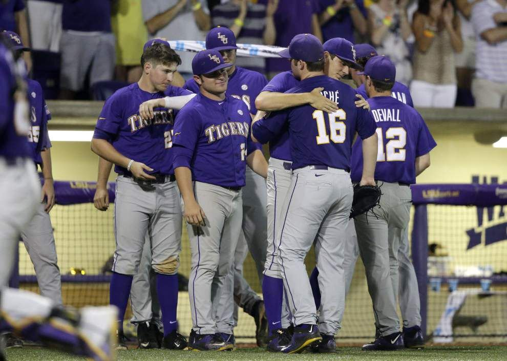What does Las Vegas think about LSU's chances at the College World Series? _lowres