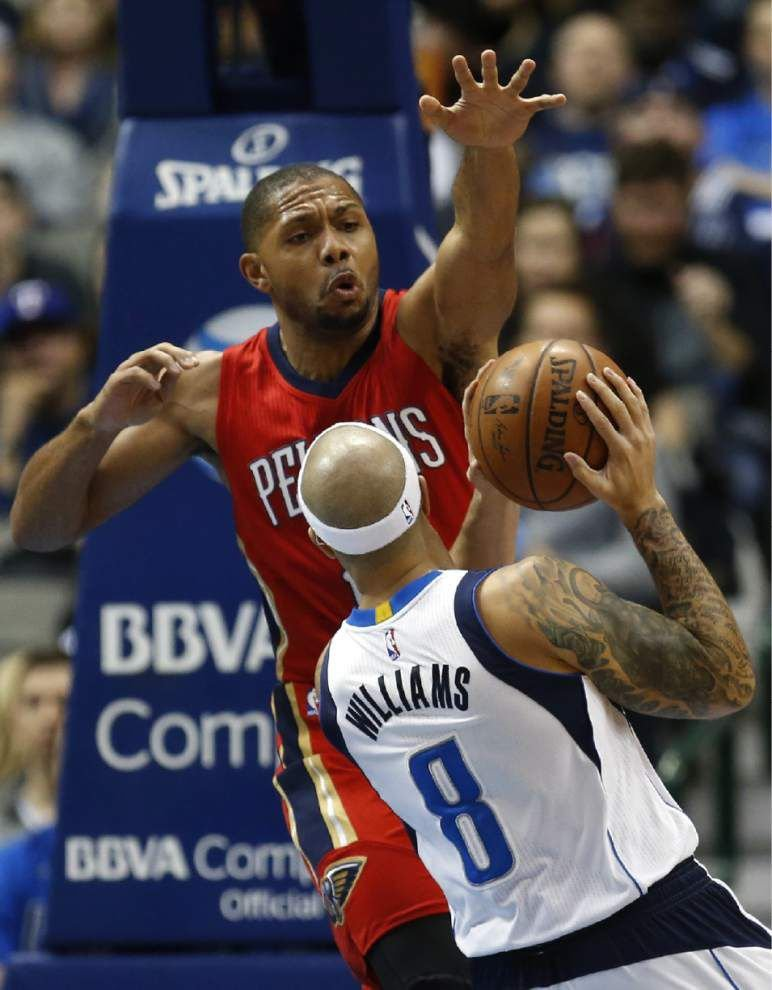 Pelicans come on strong late, hold off Mavericks 105-98 _lowres