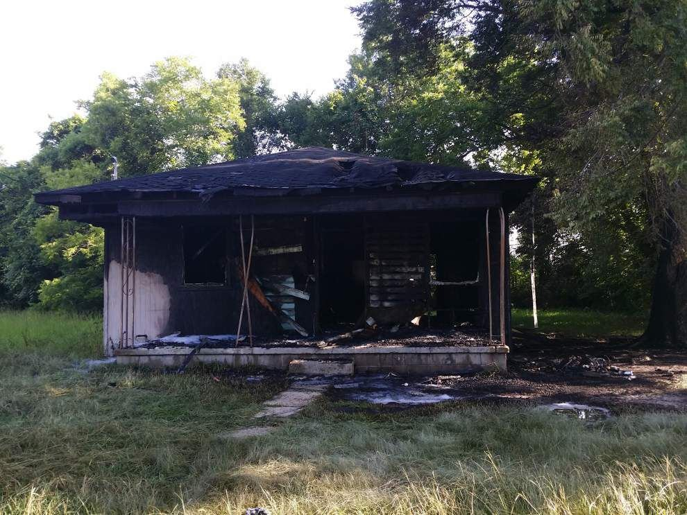 Baton Rouge firefighters suspect arson in vacant house fire _lowres