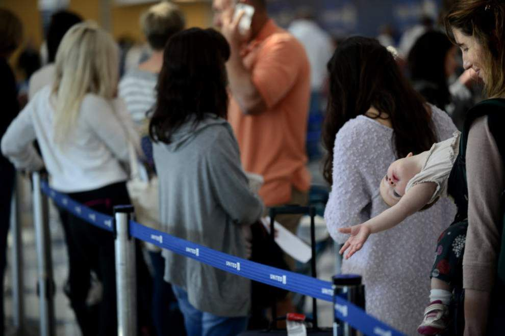 Fire at control site stops flights at Chicago's O'Hare, Midway airports _lowres