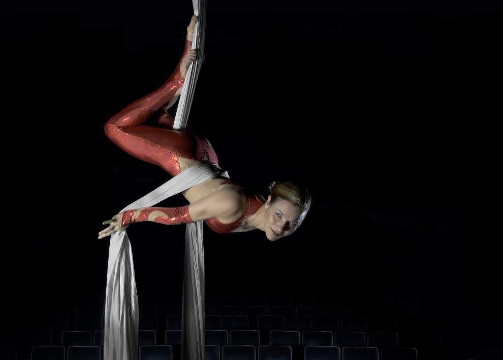 Acrobats and symphony team up for Cirque de Noel _lowres