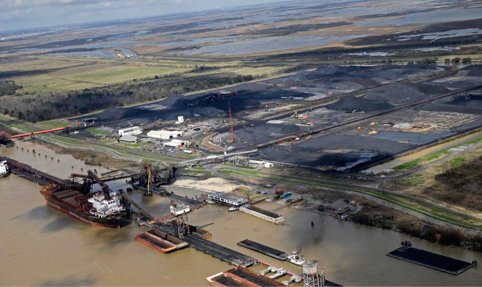 Lawsuit claims coal pollutes Mississippi River _lowres