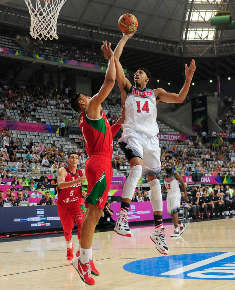 U.S. faces Slovenia in World Cup quarters _lowres