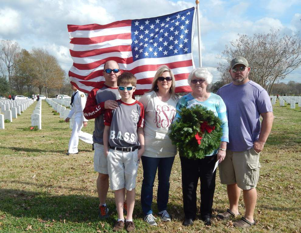 Father, veteran honored in wreath ceremony _lowres
