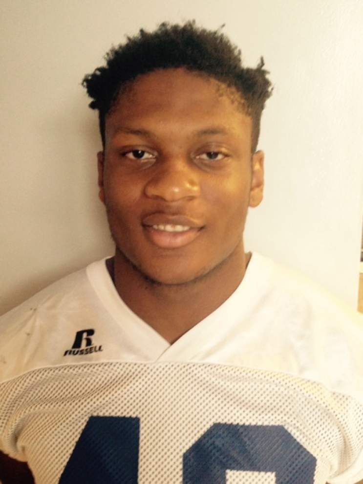 East Ascension's Joshua Bates likes running between tackles because he feels like he gains more yardage that way _lowres