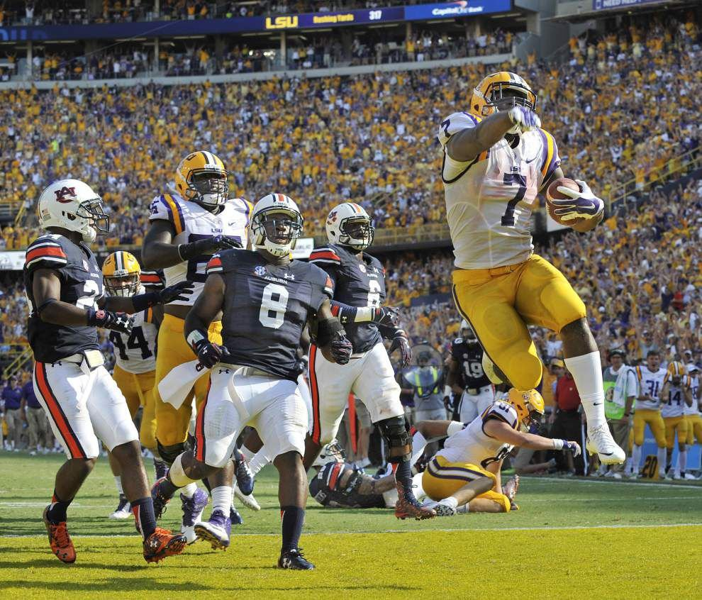 Photos: LSU running back Leonard Fournette runs for the Heisman Trophy _lowres