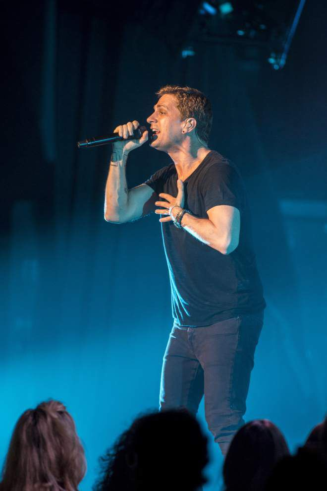 Rob Thomas performed Tuesday at the Saenger Theatre _lowres