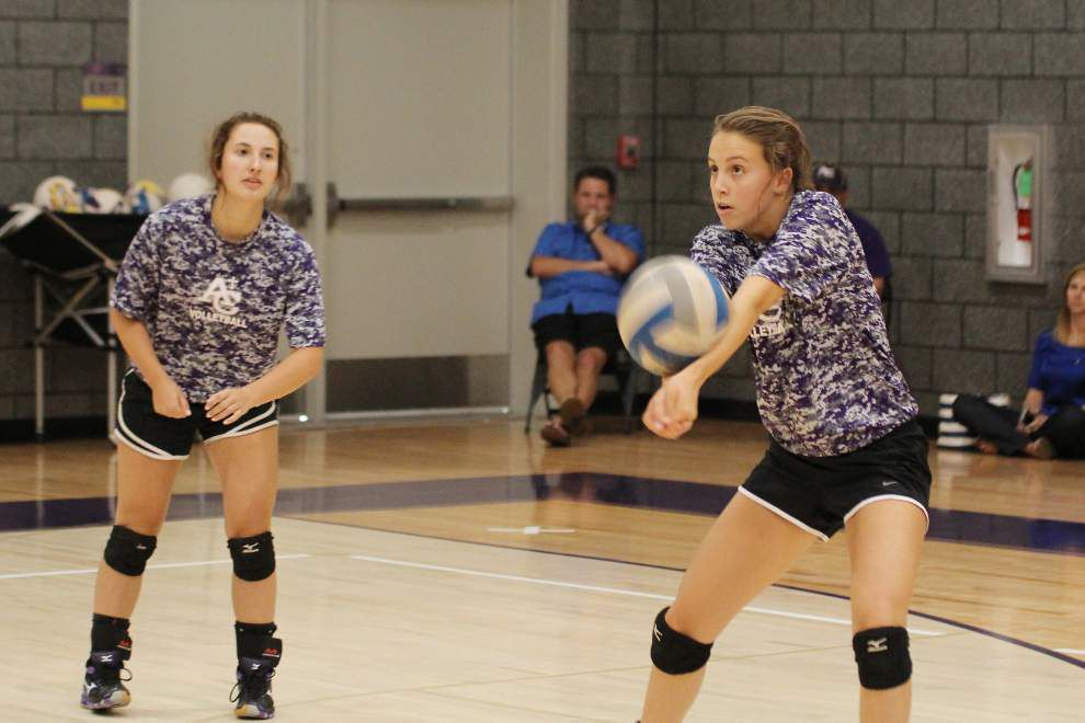 Ascension Catholic volleyball players build court skills _lowres