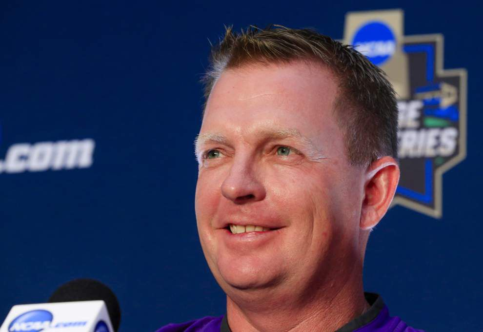 College World Series: UC Santa Barbara and Arizona 'fly the flag' for West Coast _lowres