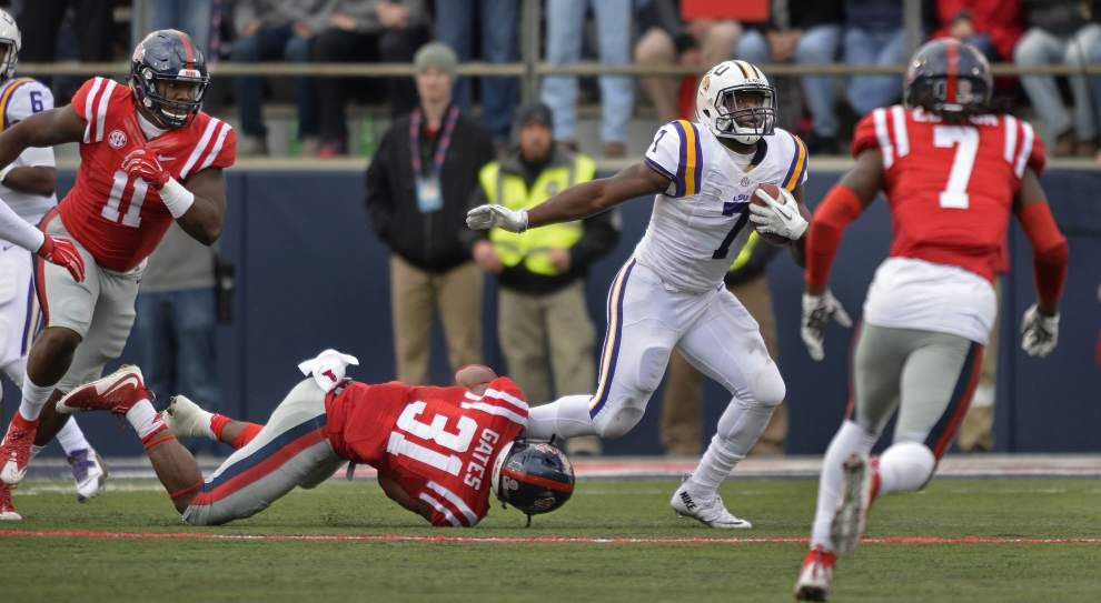 Ex-LSU player: Les Miles heavily involved in offense, often changes play calls or calls plays in big games _lowres