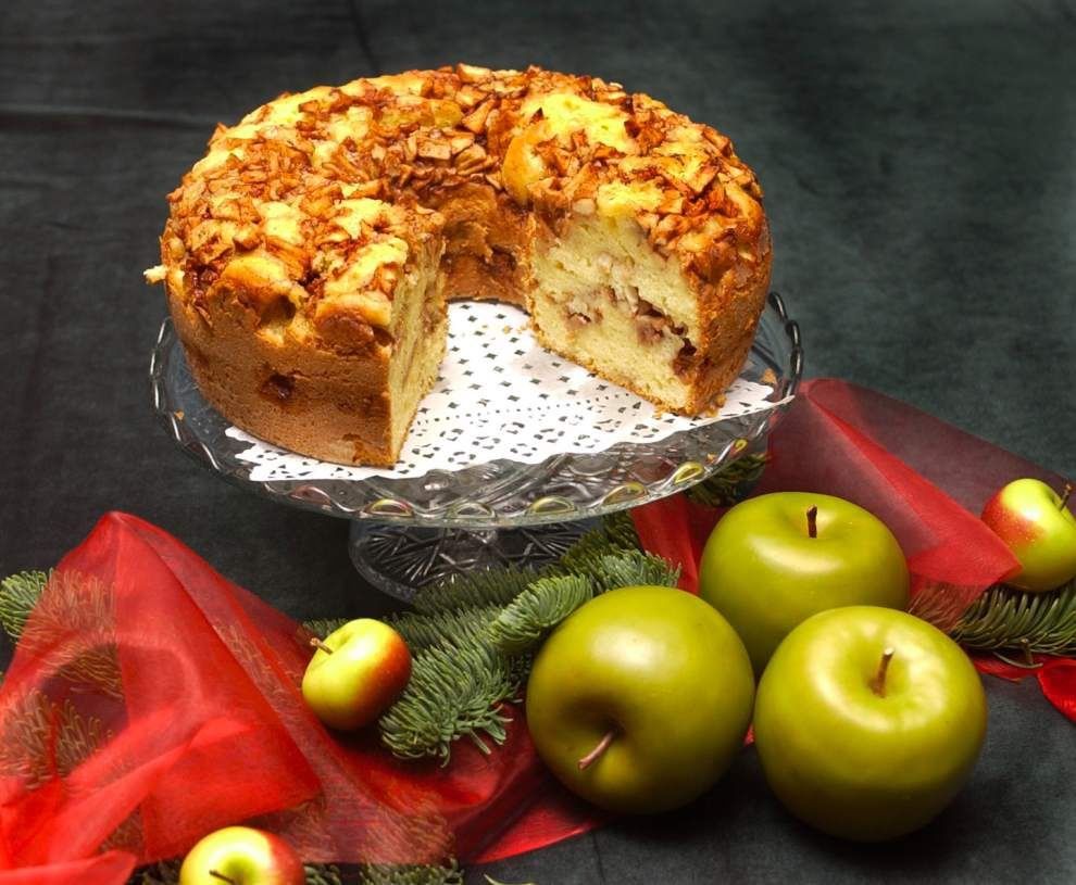 Not-too-sweet treat   Austrian cake calls for 4 apples, basic ingredients _lowres