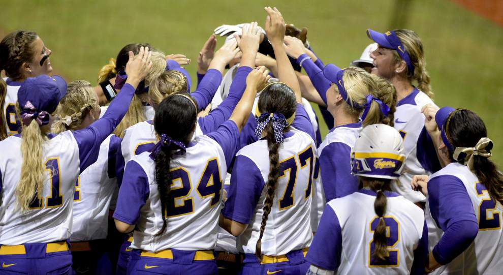 LSU clobbers Texas Southern 15-0 in NCAA softball tournament opener _lowres