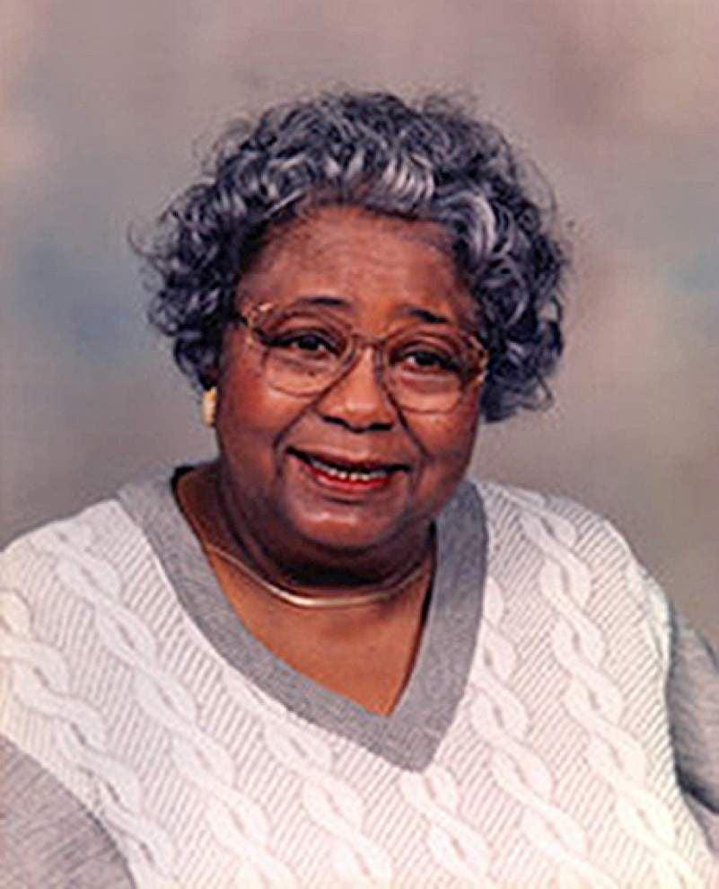 Yvonne Busch, legendary music teacher, dies at 84 _lowres