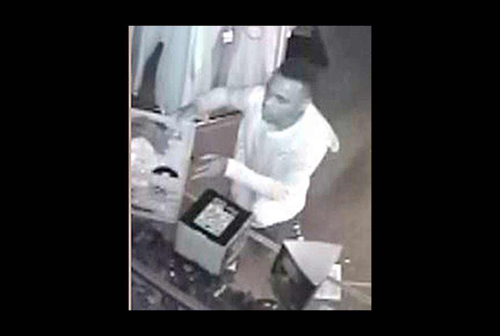 Burglars get away with clothing, hats _lowres