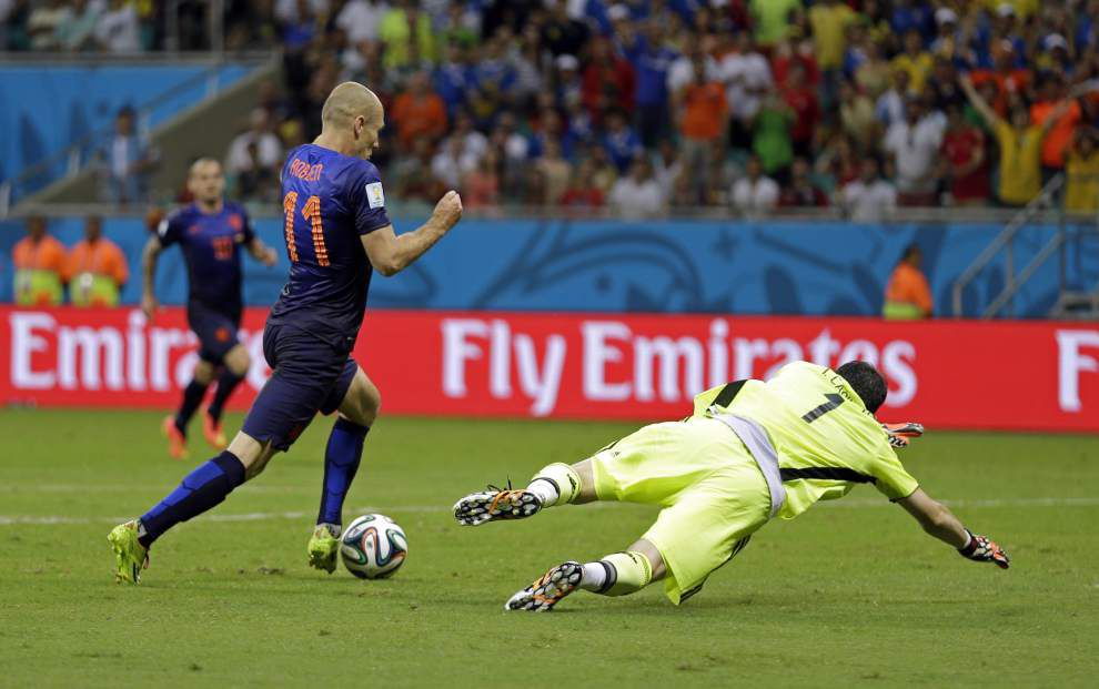 World Cup: Netherlands crushes Spain 5-1 in Group B opener _lowres