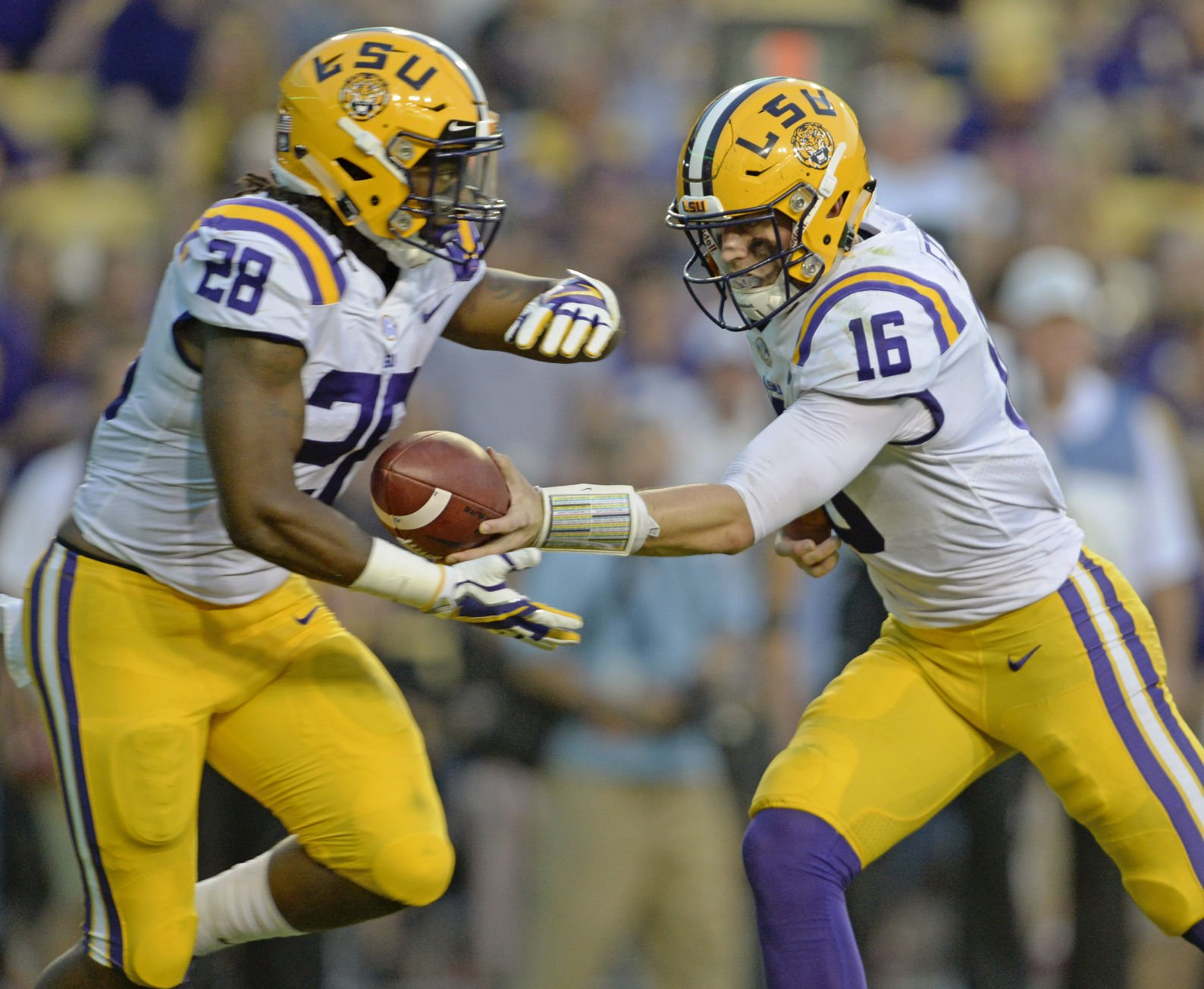 LSU holds off Syracuse football, 35-26