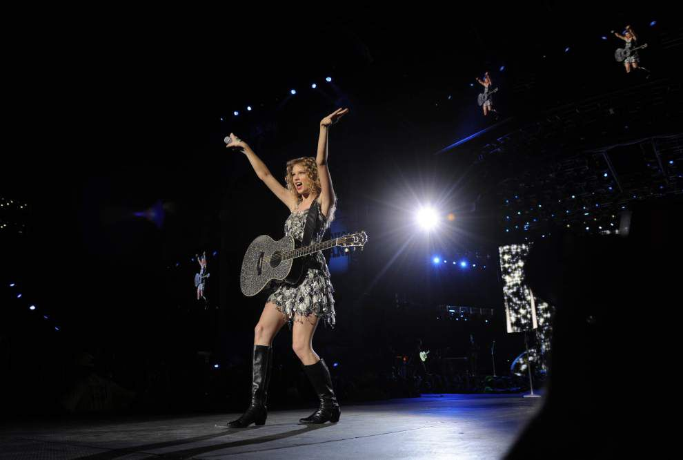 Superstar Taylor Swift encores in Tiger Stadium _lowres