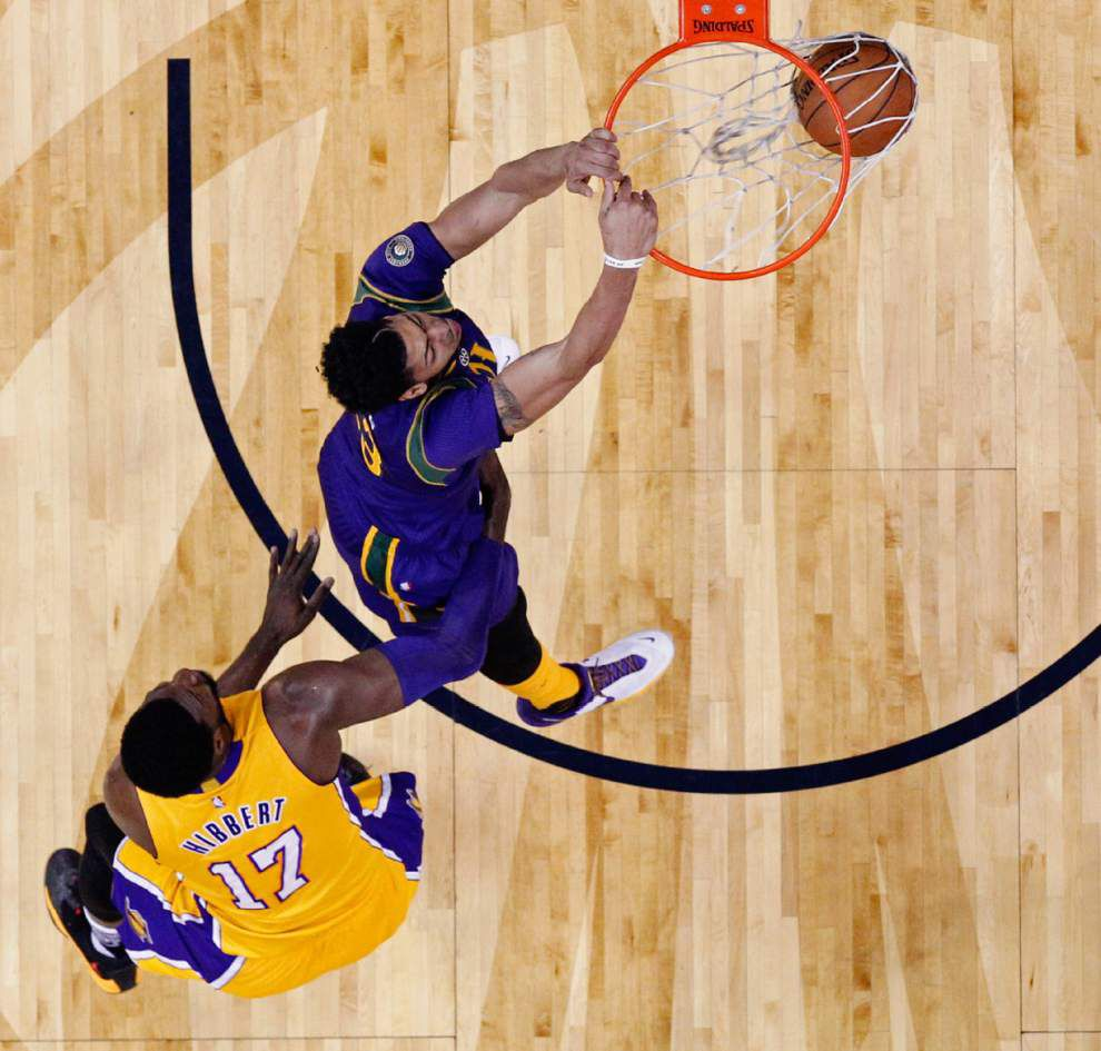 Kobe Bryant, Lakers score win over Pelicans _lowres