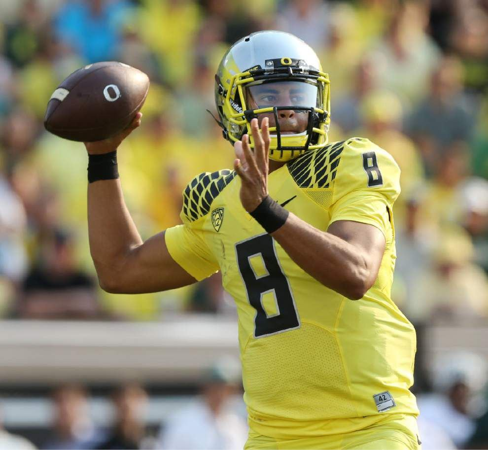 College football: Oregon's Marcus Mariota wins Maxwell and O'Brien _lowres
