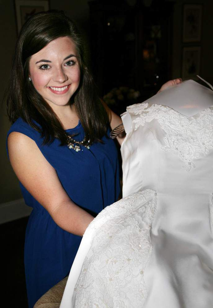 Bride says 'I do' to wearing family wedding dress _lowres