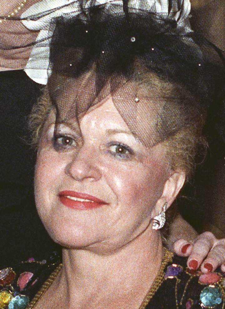 Hats galore: Socialite's collection draws plenty of bidders _lowres