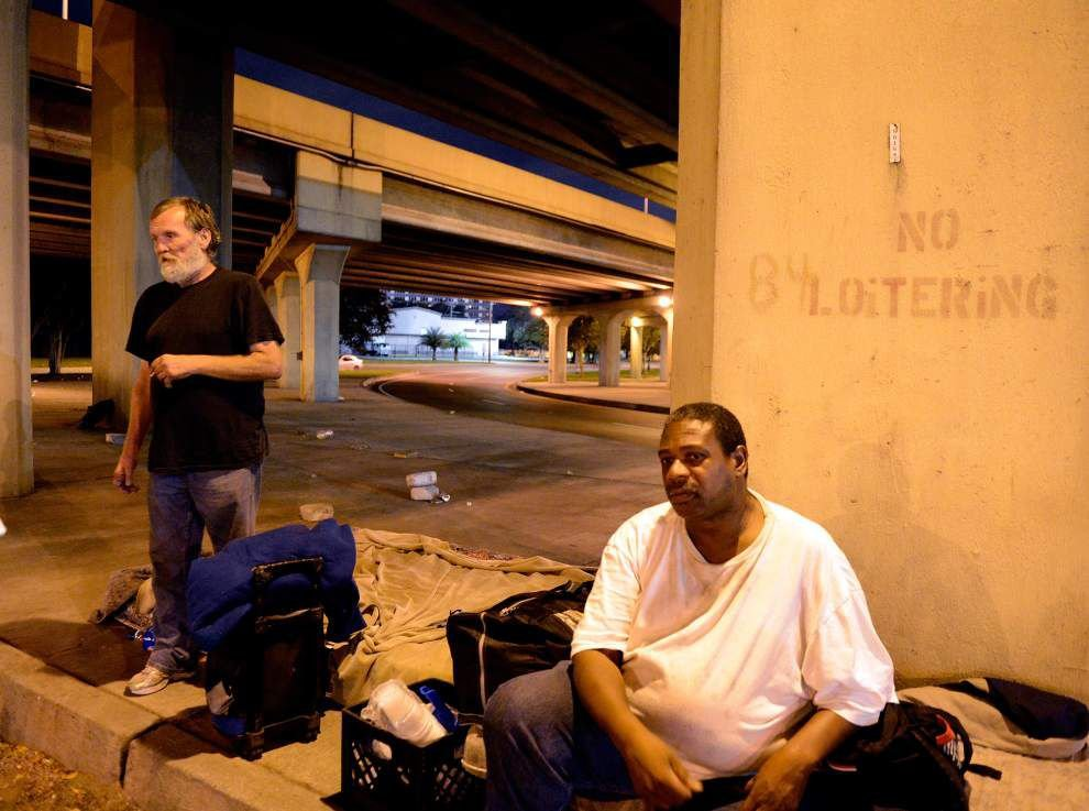 City clears homeless away from under expressway _lowres