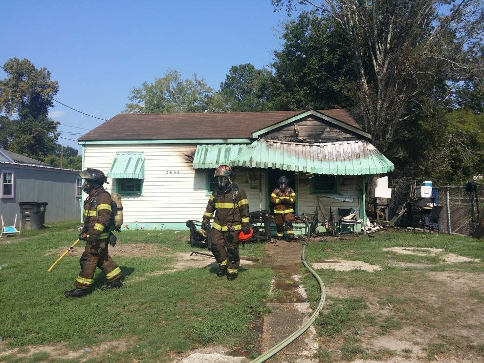 Baton Rouge man pulled out of his burning house by his neighbors _lowres