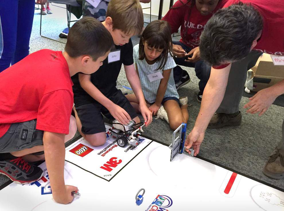 St. Charles library host robotics event _lowres