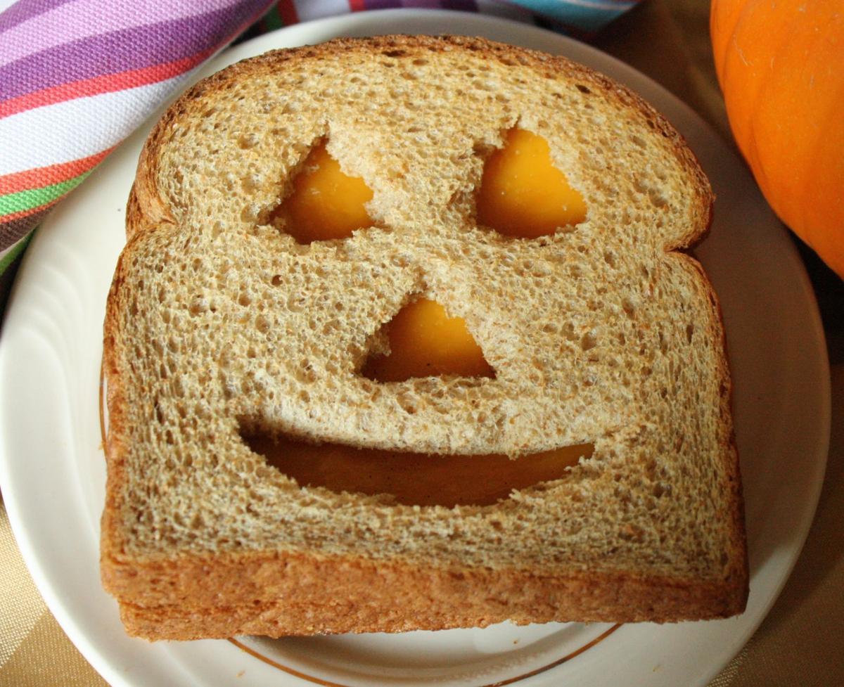 Jack_O_lantern_cheese_sandwhich