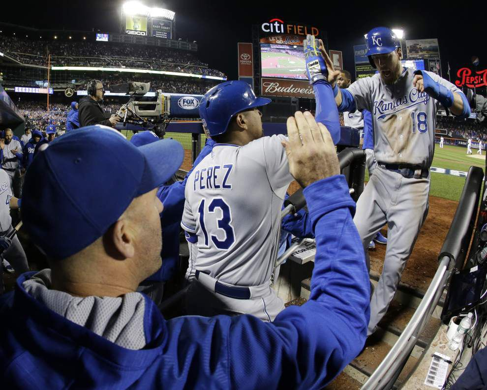 Royals capitalize on Daniel Murphy's miscue, beat Mets 5-3 to move a win from World Series crown _lowres