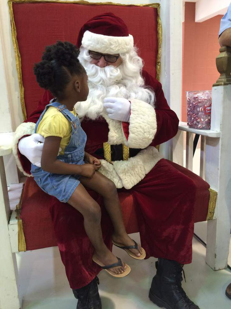 Santa Claus visits sheriff's toy giveaway _lowres