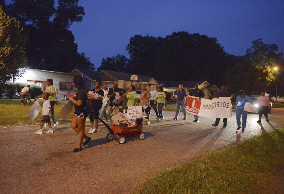March calls attention to crime problem in Glen Oaks West _lowres