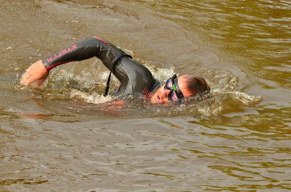 Veteran makes river Swim for Their Sacrifice _lowres