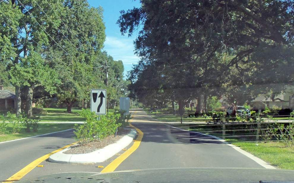 Ask The Advocate: What's with those 'islands' on Fairway Drive and that traffic light on Goodwood at Chevelle? _lowres