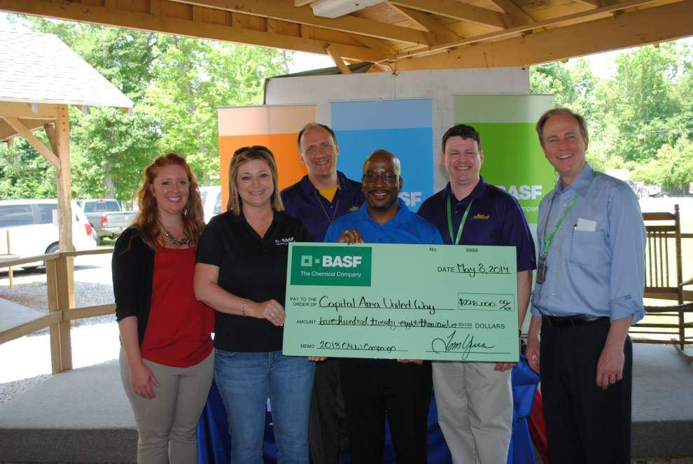 BASF employees give to United Way _lowres