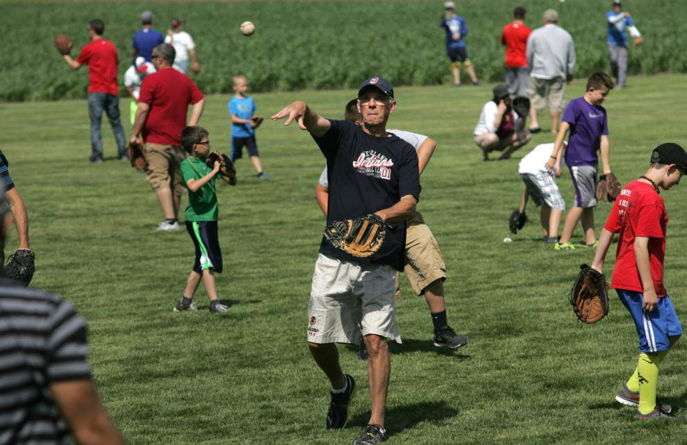'Field of Dreams' anniversary celebrates fathers, sons and baseball _lowres