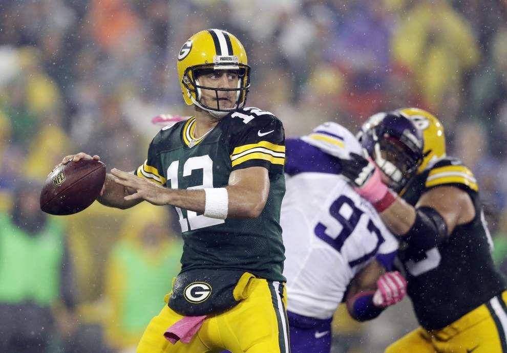 Juluis Peppers, Packers rout Vikings 42-10 _lowres