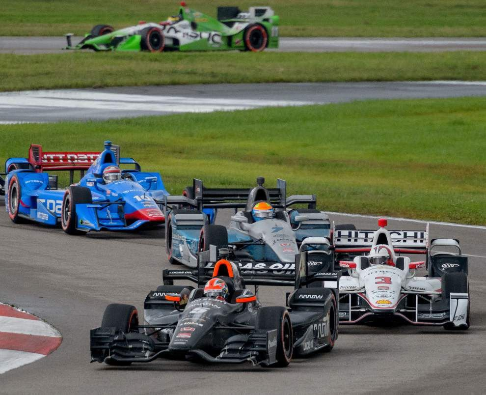 Turning Point: James Hinchcliffe's one-stop pit strategy nets win _lowres