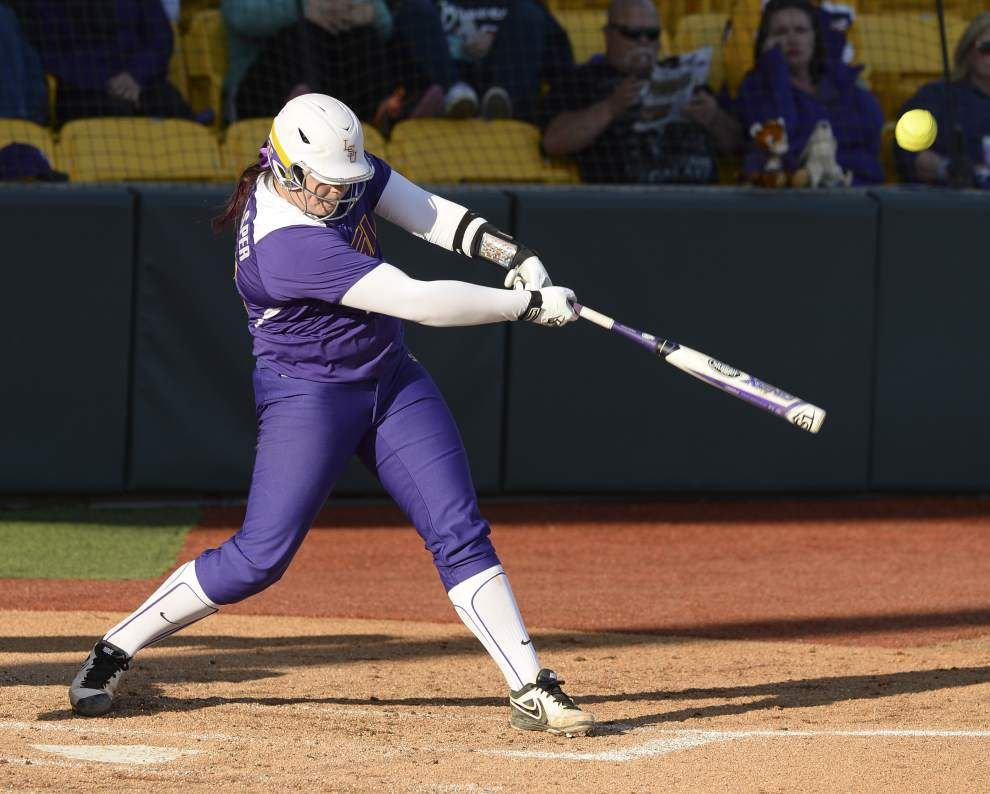 LSU softball team's latest hitting sensation ... is pitcher Allie Walljasper? _lowres