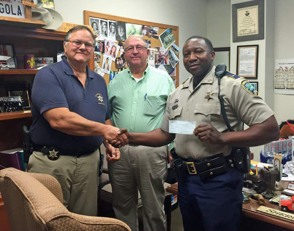 Mounted Posse is thanked for service _lowres